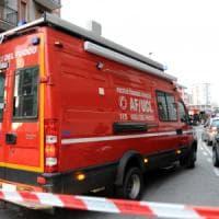Milano, incendio nella notte in un'officina di Lorenteggio: due anziani in ospedale