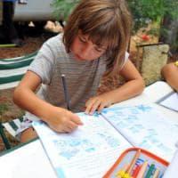 """Milano, la disobbedienza delle mamme sui compiti delle vacanze: """"Diritto al riposo per i..."""