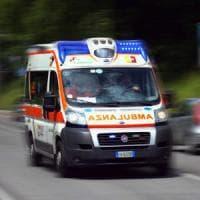 Milano: scontro tra un'ambulanza, un'auto e una moto.  Un morto e 5 feriti