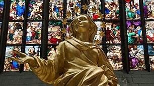 Foto  L'altra Madonnina  prende posto in Duomo