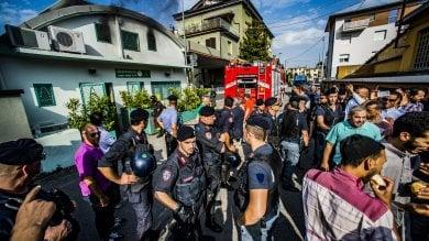Ft  Tensione a Bergamo, rogo nella moschea occupata dopo divieto di preghiera in strada