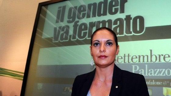Lombardia, ritorno a scuola con il telefono anti-gender: rispondono gli ultrà del Family Day