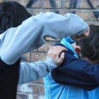 Bullismo, umiliati e rapinati da banda di under14: dieci ragazzini fermati