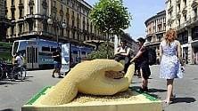 La scultura sostenibile  130mila Lego per l'albero