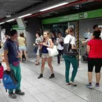 Milano, allarme bomba nella stazione metrò Centrale: evacuata. Stop alle