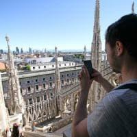 Milano, chiuso nel Duomo: turista dorme sul tetto. Allarme sicurezza: