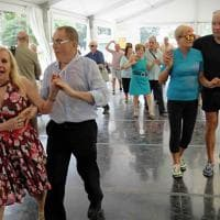 Ballo, musica live e scacchi giganti: l'estate degli anziani in piazza del Cannone
