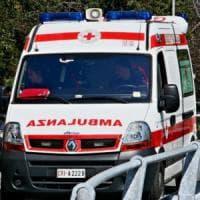 Lodi, pirata della strada travogle un gruppo di ciclisti e fugge: 15 feriti.