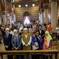 Milano, abbraccio cattolici-musulmani contro il terrorismo: