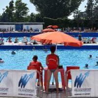 Milano, si tuffa in piscina e ha un arresto cardiaco: muore  73enne