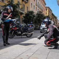 Milano, doppia aggressione a colpi di mannaia nella notte a Chinatown: grave un 20enne