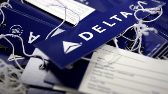 Computer Delta Airlines in tilt: disagi a Malpensa, registrazioni a mano
