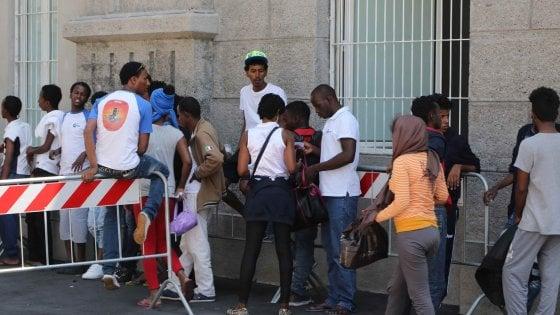 Milano, nuova ondata di profughi: trovati nella notte altri 200 posti letto
