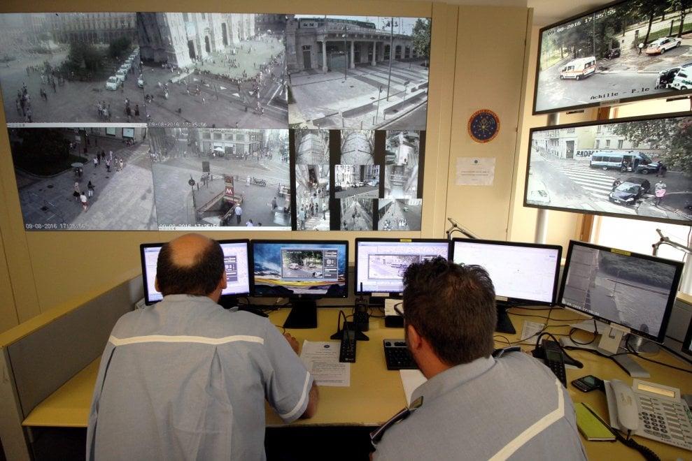 Milano puntatori elettronici e telecamere hi tech per la for High tech milano