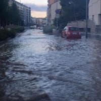 Milano, guasto a un tubo dell'acquedotto: via Melchiorre Gioia allagata