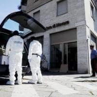 Scavano tunnel sotterraneo e rapinano banca: banda del buco in azione a Milano
