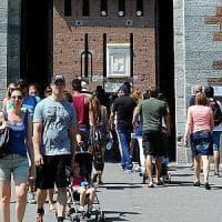 C'era una volta Milano deserta d'agosto: ora in piazza Duomo i turisti fanno la coda