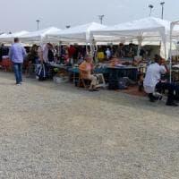 Milano, fallita la chiusura del mercato abusivo: in piazzale Cuoco è tornato il suk