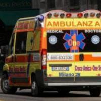 Milano, ciclista tamponato da un'auto: è in pericolo di vita