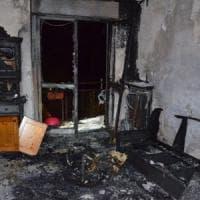 Varese, anni di botte e insulti: nuove accuse per il marito che ha tentato di dar fuoco alla moglie