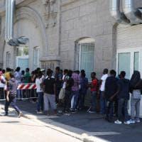Milano, rallenta il flusso dei profughi: il Comune pronto a lasciare le