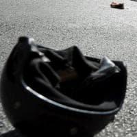 Cremona, cade dallo scooter e finisce sotto a un'auto: muore 16enne