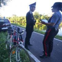 Madre e figlia in bici cadono nel Naviglio, la piccola di 7 mesi in arresto