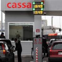 Milano, una task force per vigilare sui prezzi del carburante: multati i