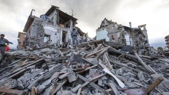 Terremoto: da Lombardia 161 unità soccorso tra cinofili, vigili fuoco e sanitari