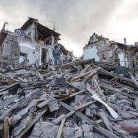 Terremoto, la Lombardia si mobilita: partiti medici, unità cinofile e mezzi