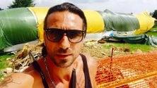 Selfie con l'aereo fuori pista a Orio, il tronista bacchettato sui social