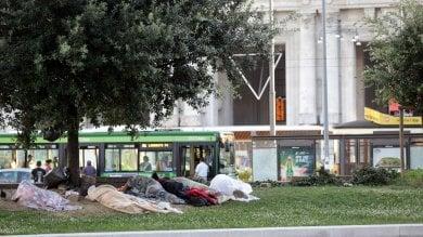 Ft  Dormitorio 'Duca D'Aosta', tra i profughi accampati sulle aiuole della Centrale