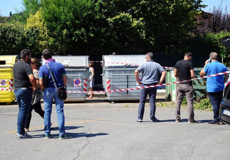 Brescia, cadavere ritrovato in un cassonetto