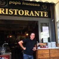 Milano, bar o ristorante? E' lite a colpi di cartelli in centro:
