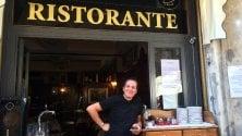 """Bar o ristorante?    E' guerra di cartelli  in centro: """"L'altro chef  si chiama Microonde"""""""