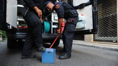 L'allarme bomba scatta nelle vie del lusso gli artificieri al lavoro su mini cassaforte