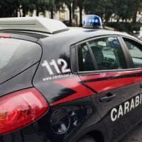 Milano, con la sua Porsche sfonda il cancello dei carabinieri: