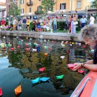 Milano, dalla pace alla felicità per tutti: in Darsena le barchette dei desideri