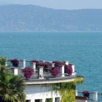 Lago di Garda, scontro tra due imbarcazioni nel cuore della notte: in 5 finiscono in acqua