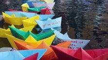 Le barchette dei sogni i desideri dei milanesi galleggiano in Darsena