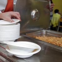 Milano, niente più plastica nelle mense scolastiche: solo stoviglie biodegradabili