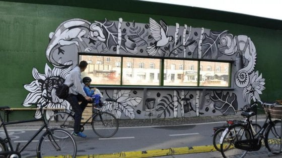 M4, Milano copia New York: le recinzioni dei cantieri diventano galleria di street art