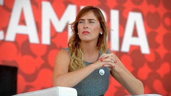 Referendum, Boschi contestata alla festa dell'Unità di Milano
