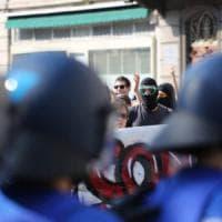 Profughi bloccati a Como, tre arresti per sommossa dopo il corteo No Borders
