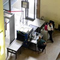 Milano, cerca di entrare a Palazzo di Giustizia con un coltello: denunciato