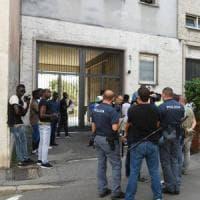 Profughi, tensione a Busto: i migranti paralizzano il centro, la protesta per cibo e documenti