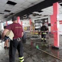 Milano, il Lambretta dopo l'incendio nel centro sociale:
