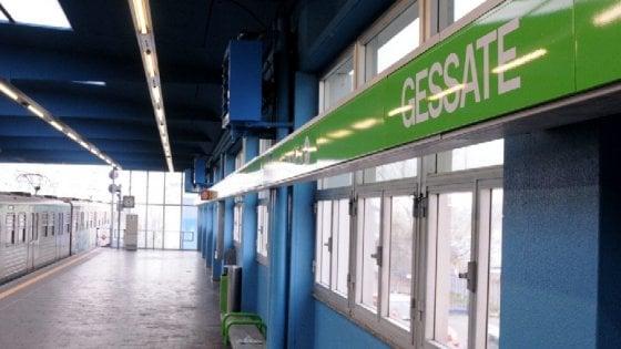 Milano, pacco sospetto su un convoglio del metro: artificieri in azione