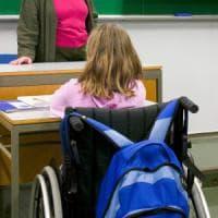 """Milano, disabili senza prof restano a casa. La mamma: """"Lasciati soli dallo Stato, pago io..."""