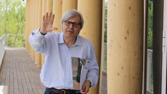"""Sgarbi, condanna a 5 mesi per insulti a carabinieri Expo. L'avvocato: """"E' tra i più maleducati d'Italia"""""""